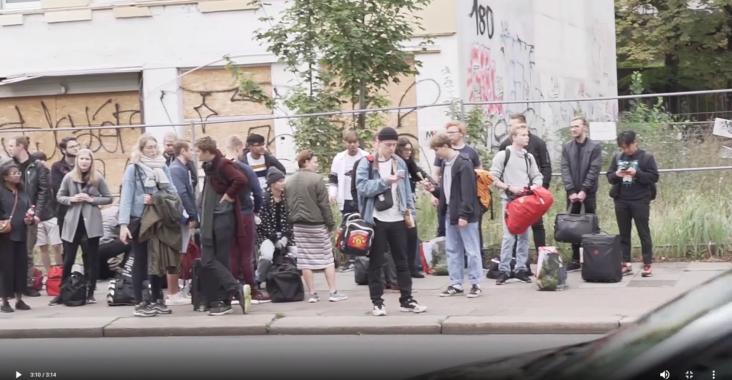 Screenshot fra video af Max fra en ufærdig videoproduktion om hamborg turen for nye MMD studerende i sommeren 2019.